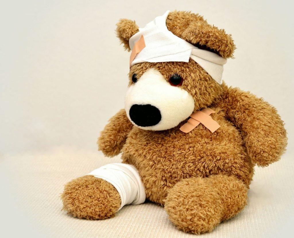 kranker Teddy muss behandelt werden